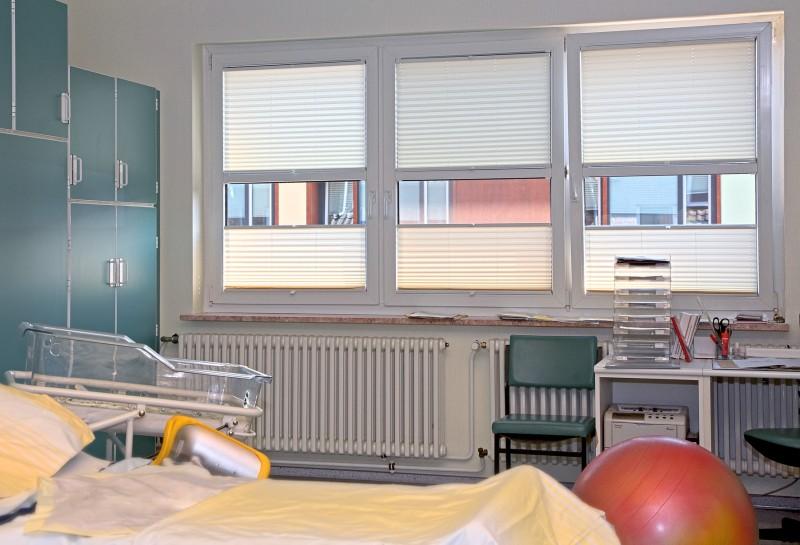 plissee nach mass latest gnstige plissee nach ma verdunklung blickdicht plisseezeit with. Black Bedroom Furniture Sets. Home Design Ideas